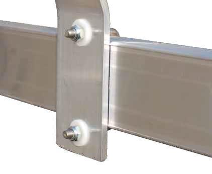 Fissaggio regolabile degli anelli gabbia mediante cavallotti in acciaio INOX e rondelle in nylon auto-lubrificante
