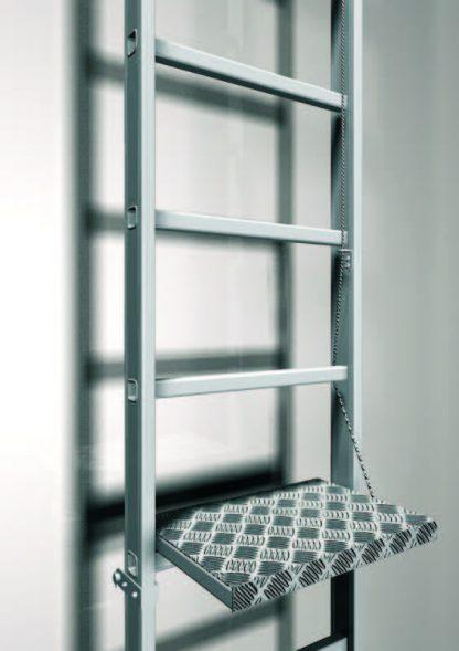 Piattaforma di riposo per scala con gabbia